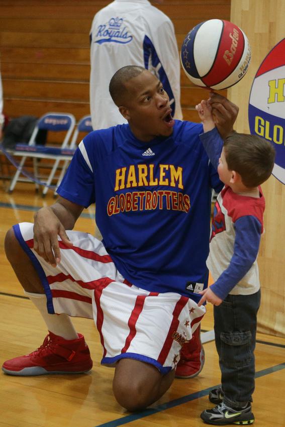 Harlem Globetrotters Visit Hinckley