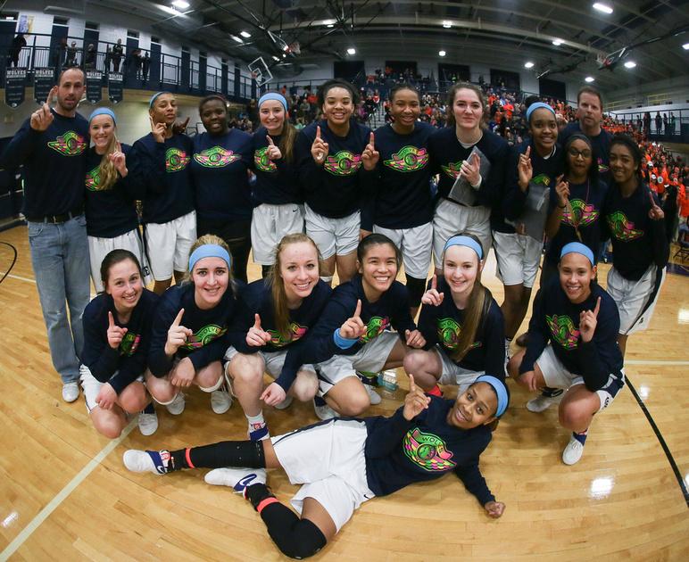 Oswego East Girls Basketball Team